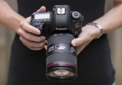 តើគ្រប់បានគ្នាដឹងទេថា Canon EOS 6D Mark II កាមេរ៉ាស៊េរីថ្មីទំនើបចុងក្រោយនេះ មានមុខងារកាន់តែសម្បូរបែបយ៉ាងណាដែរឬទេ? ចុចអានទាំងអស់គ្នា!
