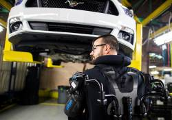 Ford បានប្រែក្លាយបុគ្គលិករបស់ខ្លួន អោយទៅជាមនុស្សយន្ត ROBOT កាន់តែអស្ចារ្យជាមួយនឹងការប្រើប្រាស់នូវឧបករណ៍ Exoskeleton