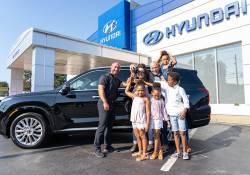 ក្រុមហ៊ុន Hyundai បានផ្តល់រថយន្តស៊េរីថ្មី Palisade ឆ្នាំ 2020 មួយគ្រឿងដល់គ្រួសារមួយ ដោយសារហេតុផលមួយមិននឹកស្មាន