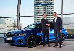 ក្រុមហ៊ុន BMW ធ្វើការត្រូលទៅលើរថយន្ត Tesla Cybertruck បន្ទាប់ពីក្រុមហ៊ុននេះ លក់រថយន្តអគ្គិសនីបានចំនួន 500,000 គ្រឿង