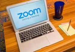 សាលារៀនជាច្រើន នៅសហរដ្ឋអាមេរិក បានចាប់ផ្តើមកាត់បន្ថយការប្រើប្រាស់កម្មវិធី Zoom ដោយបារម្ភពីសុវត្ថិភាពផ្ទាល់ខ្លួន